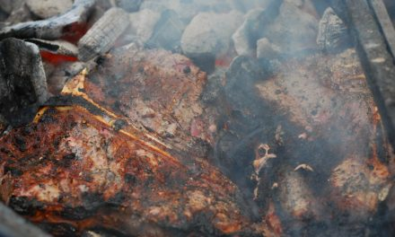 How to Achieve the Perfect Crust When Grilling Steaks