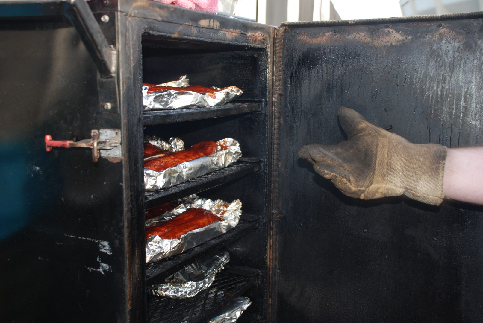 What type of smokers are the competitors using? - GrillGirl