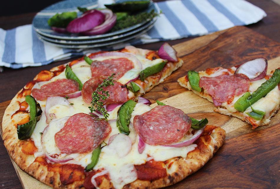 Grilled-Veggie-Naan-Pizza_950