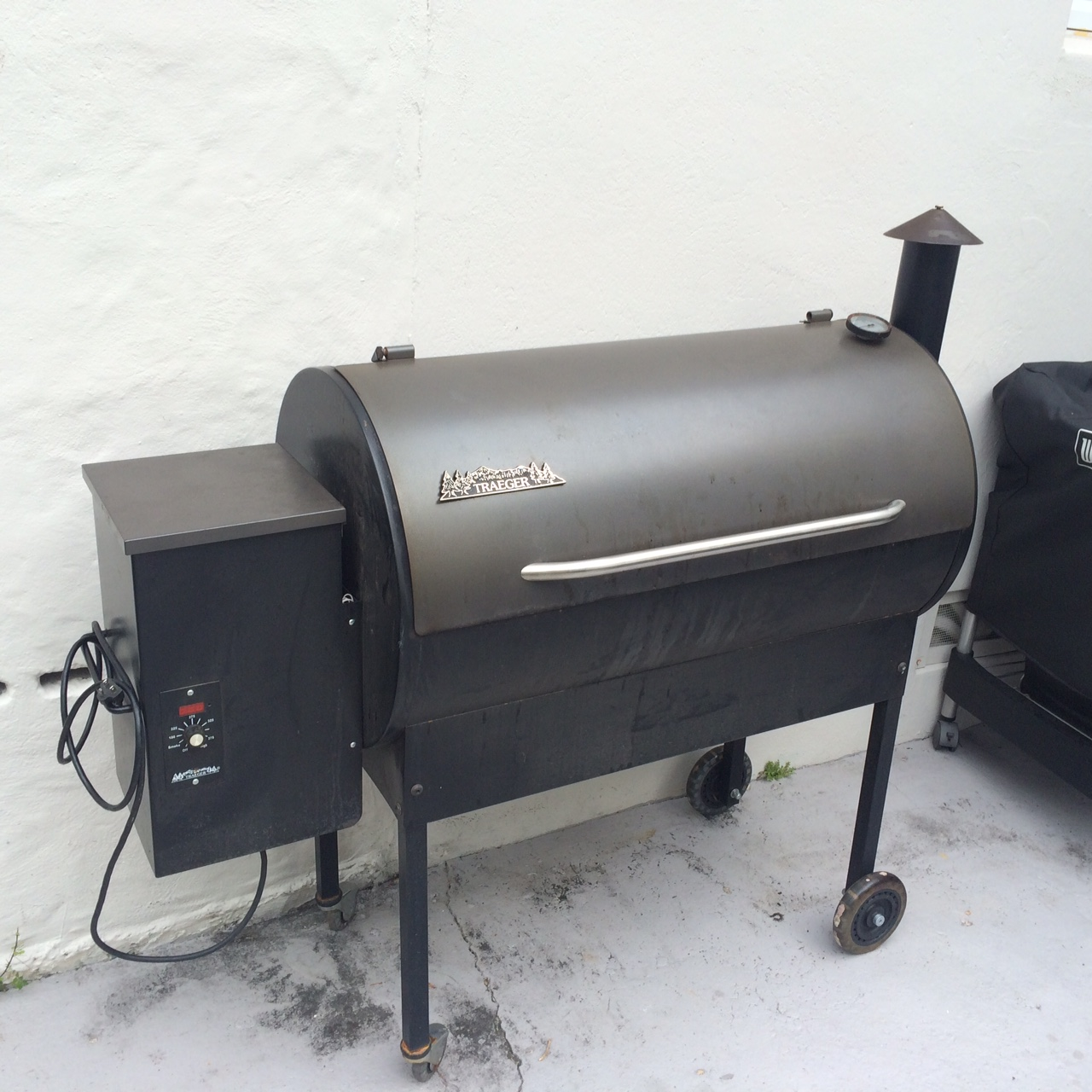 here is a pic of my dadu0027s traeger pellet smoker - Traeger Grill Reviews